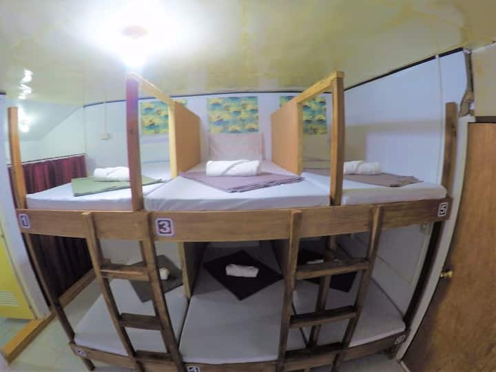 Aircon Room for 6, Qadlao Homestay, Town Center