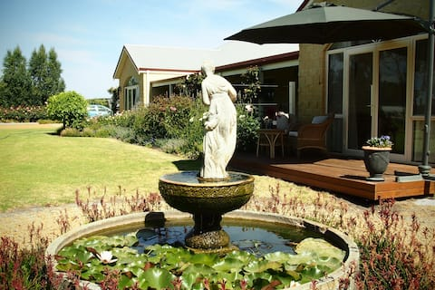 Bed & Breakfast,  Country Luxury near Albany