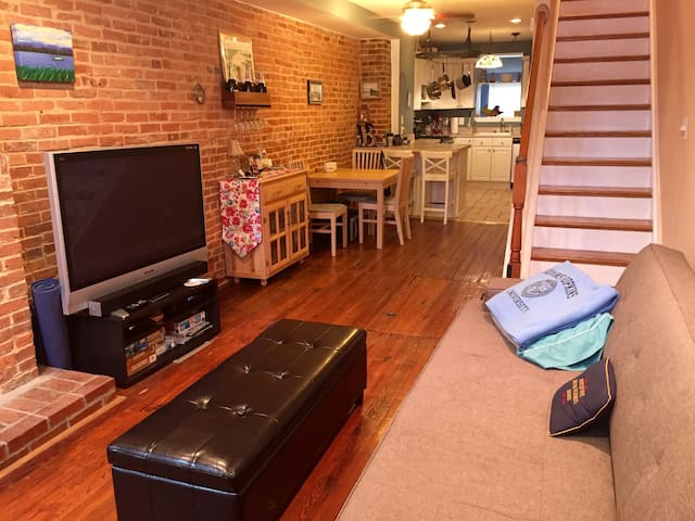 Entire Rowhome in Federal Hill with Rooftop Deck - Baltimore - Haus