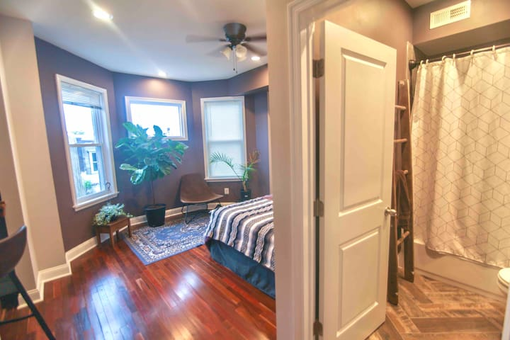 Spacious, Stylish Private Bed & Bath