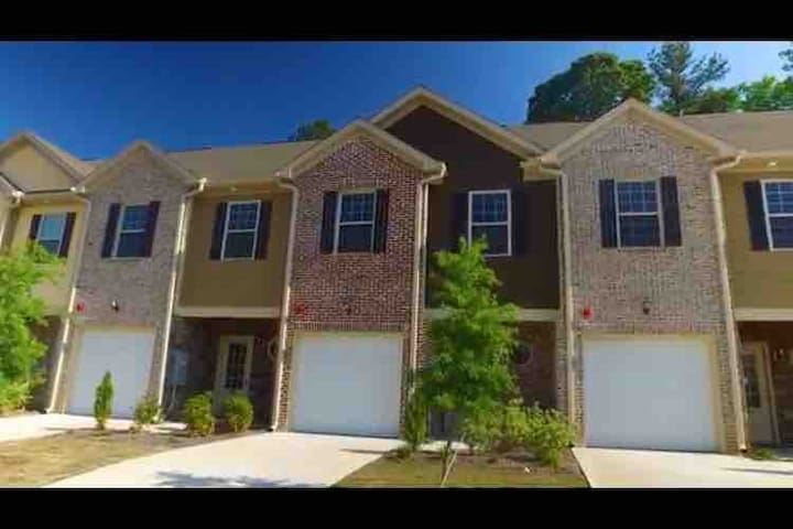 Townhome Great for Superbowl weekend