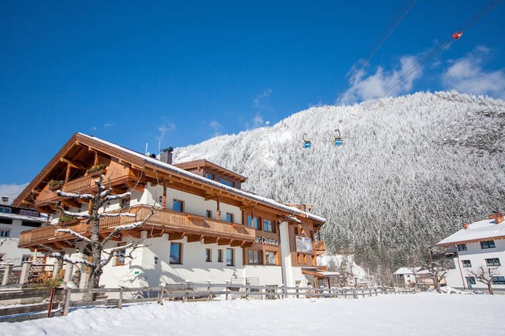 8BR Chalet in the center, with sauna and jacuzzi - マイヤーホーフェン - 一軒家