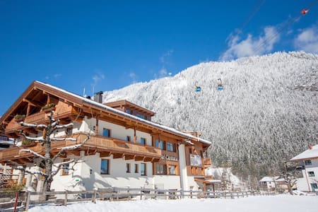 8BR Chalet in the center, with sauna and jacuzzi - Mayrhofen - Rumah