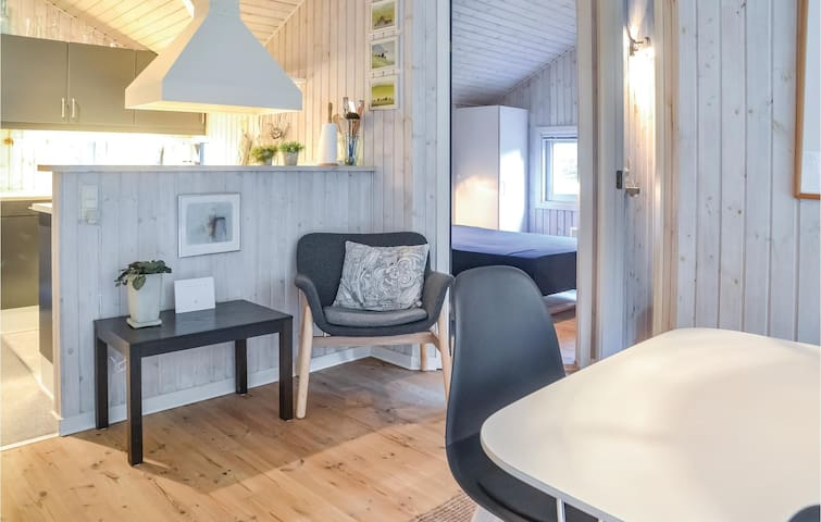 Holiday cottage with 3 bedrooms on 84m² in Oksbøl