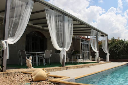 LUXURY SEVILLE : PRIVATE POOL, PARKING AND SUBWAY