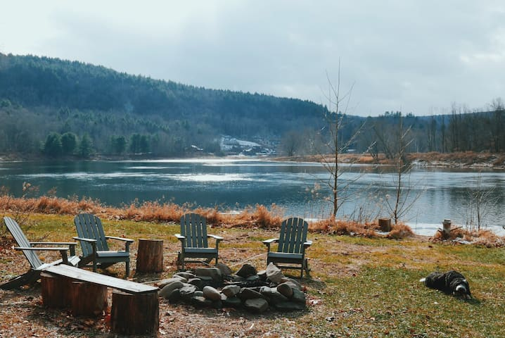 11 Acre Private Riverfront Home in Narrowsburg - Narrowsburg