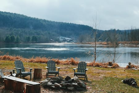 11 Acre Private Riverfront Home in Narrowsburg - Narrowsburg - Casa