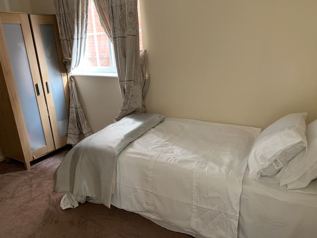 Room Welwyn Garden City West Close to Shire Park