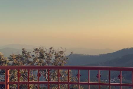 Khyz Views