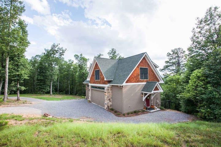 Raspberry Hill | Modern Mountain Hideaway | Secluded on 10 Acres! - 1 Bedroom, 1 Bathroom