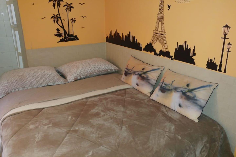 Amplia cama de dos plazas muy comoda. Nueva