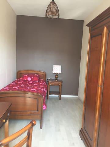"""Chambre """"Vanille et Chocolat"""", un lit 90"""