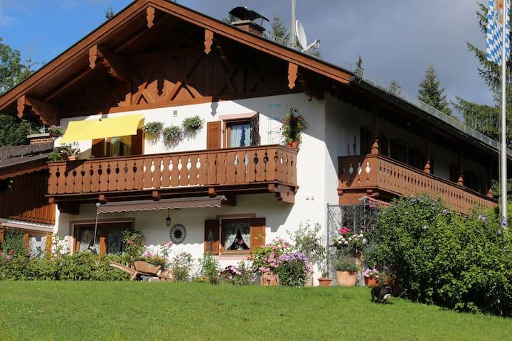 Ferienwohnung Alpspitz im Landhaus Wiesenhof - Garmisch-Partenkirchen