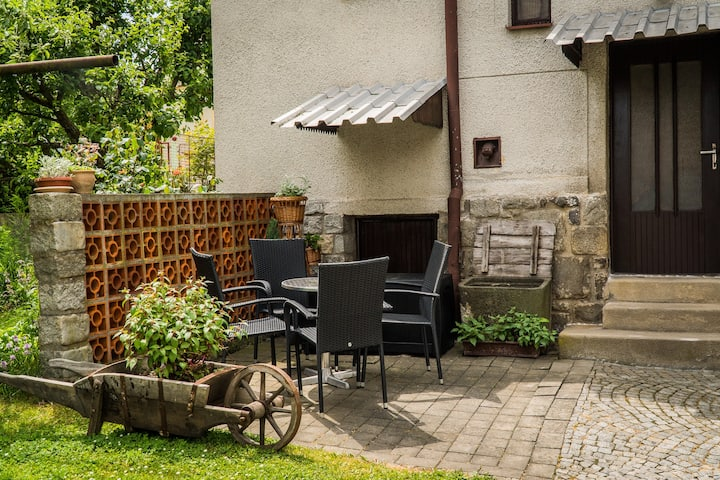 4-8 persons,free parking,garden,near to centre