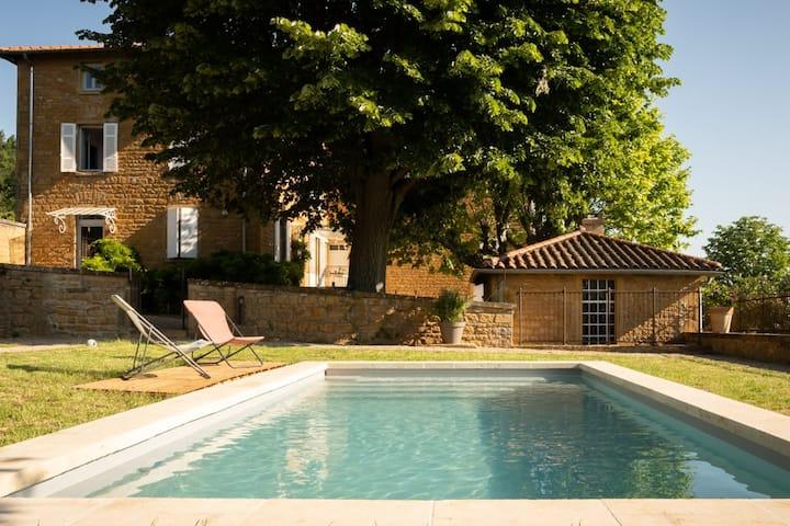 VillaToscane, extraordinary villa with a view over the Beaujolais