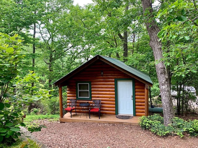 Barefoot Hills - Log Cabin Suite