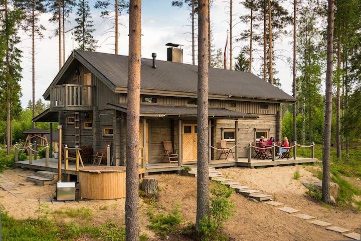 Beautiful lakeside Villa Vetojärvi