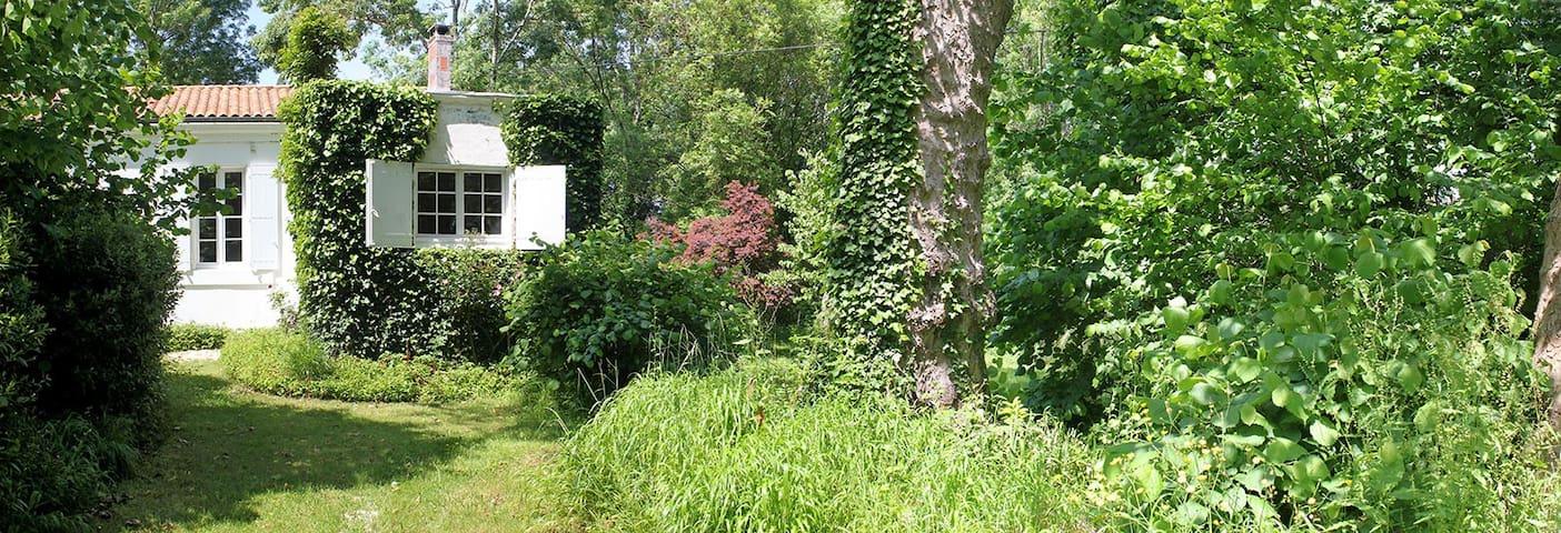 Gîte de vacances et son parc arboré - Tonnay-Charente - บ้าน