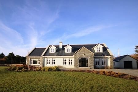 Ballinakill Lodge, Moyard