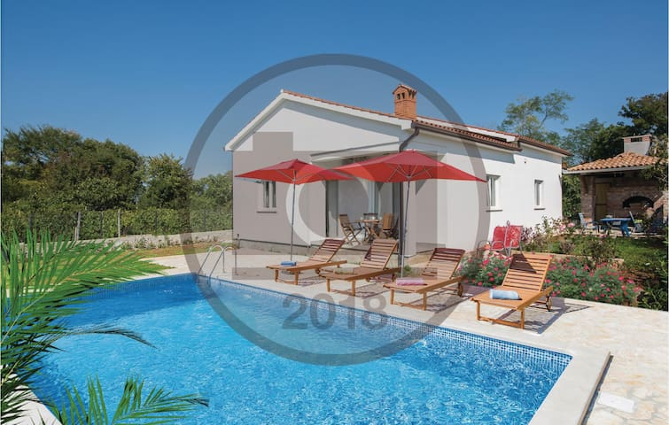 Holiday cottage with 4 bedrooms on 131 m² in Nedescina