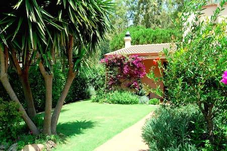 independent house with garden 200mt from the beach - ตัวลาดา - บ้าน