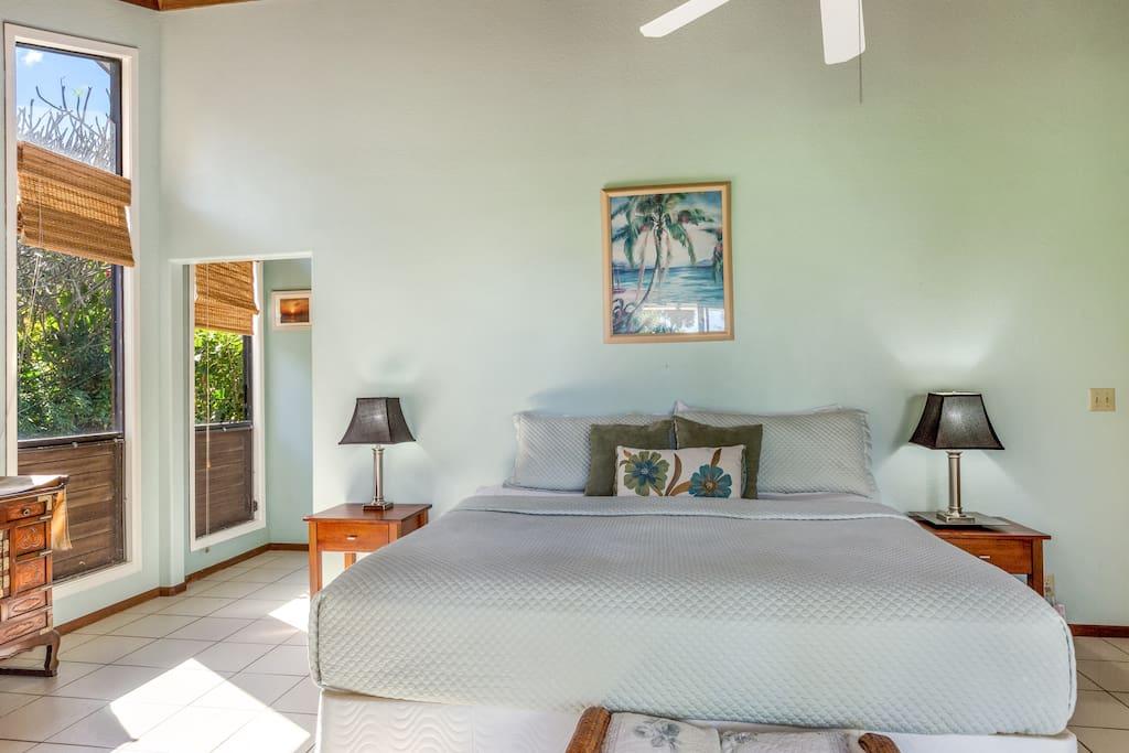 Sunny & breezy master bedroom (1st floor)