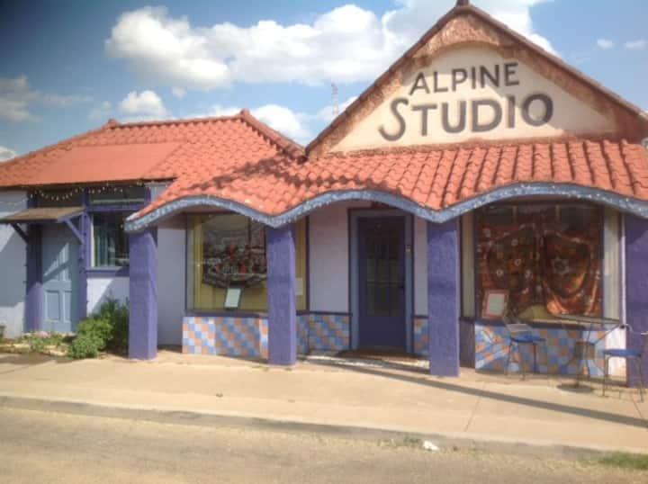 El Studio es en el centro de Alpine