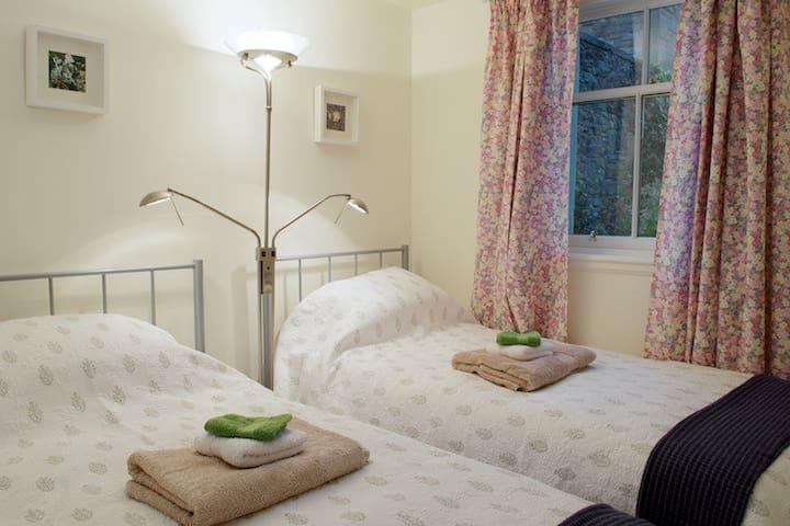 Bedroom 2 - Cosy twin bedroom