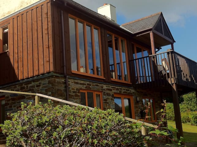 Scandi style lodge in beautiful Cornwall - Saint Mellion - Huis