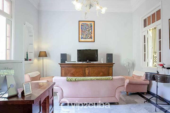 Colonial Charm 5BR  Villa in Miramar/wifi