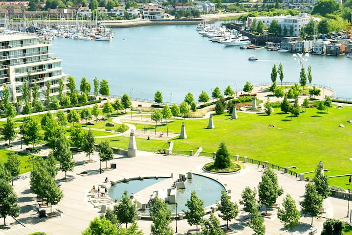 Amazing Waterfront 3BD 2BA Condo! - Vancouver - Departamento