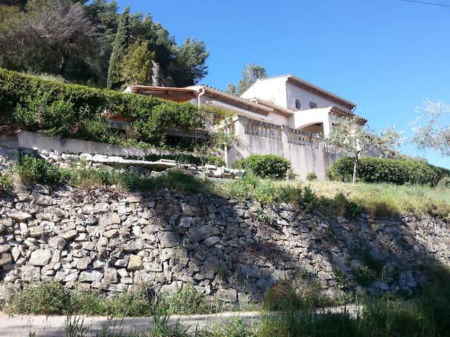 1 bedroom, garden, 15 mn from Nice. - Cantaron - Casa