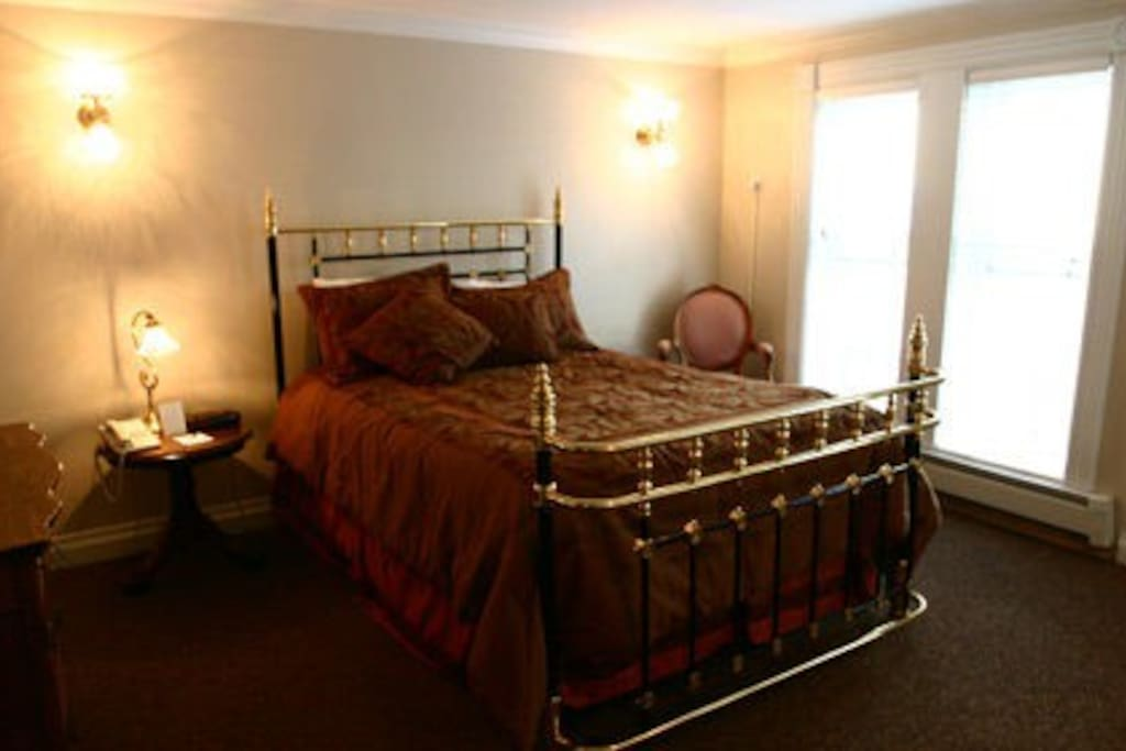 Queen brass bed in bedroom
