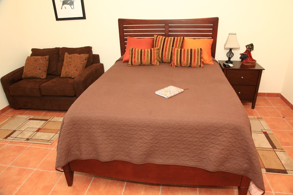 Tourada Room w/air conditioning, heating, automatic shutters, flat screen TV