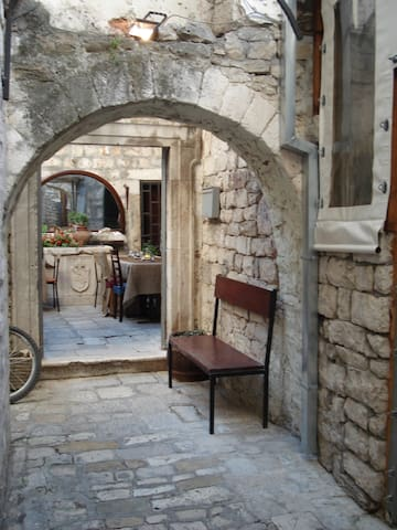 Apartment in the old city of Trogir - Trogir - Daire