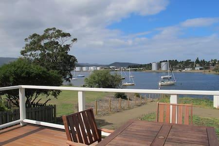 Bridge's House: Waterfront Property - Lutana - Casa