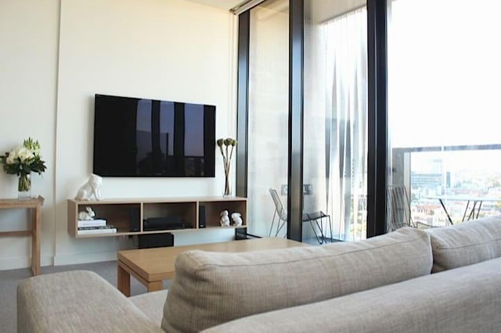 South Yarra Luxury + City Views #1