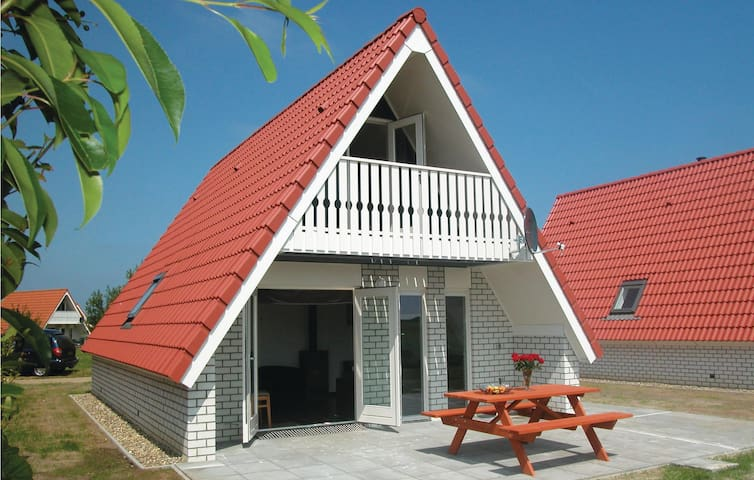Holiday cottage with 2 bedrooms on 85 m² HNH019