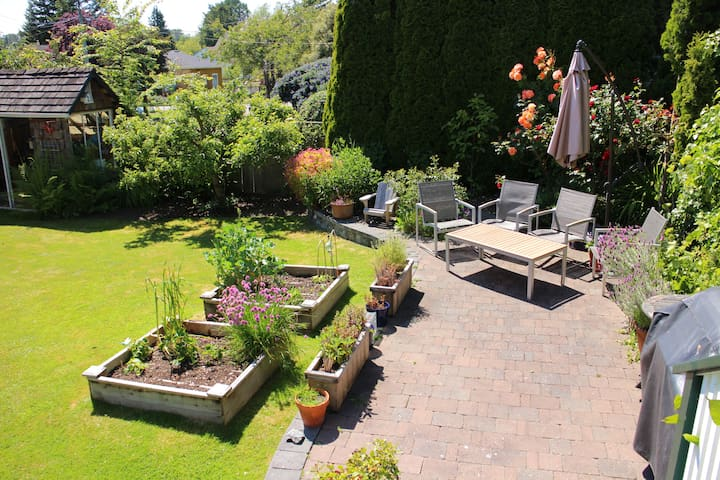 Enjoy your morning coffee in the sunny and private back garden