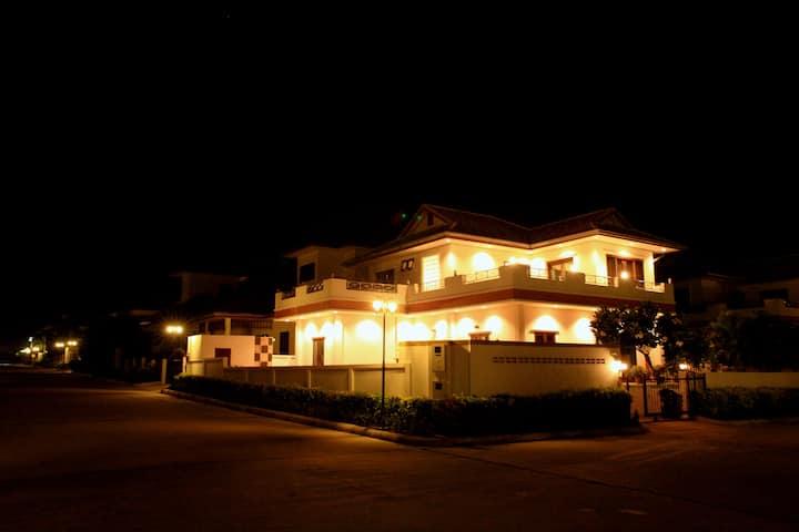 Beautiful and big villa with private swimmingpool