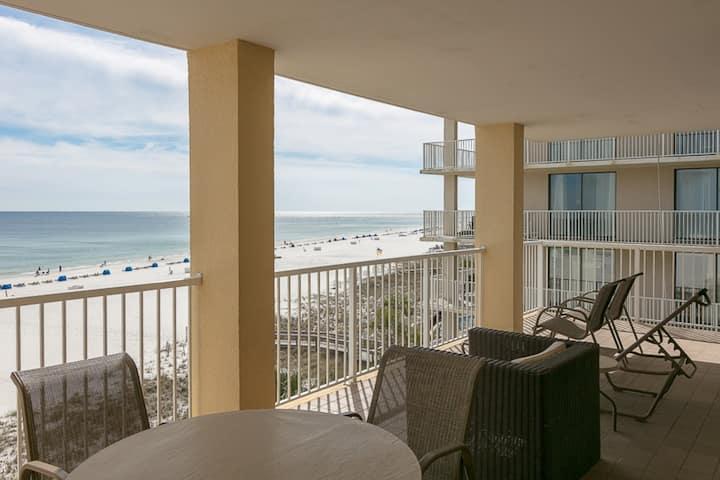 Gulf front getaway w/ beach access, shared pools, hot tub, tennis, & gym