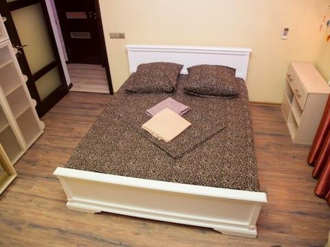 2 Rooms Apartment 51 Nezalezhnoi Ukrainy Str. Luxury class. Centre