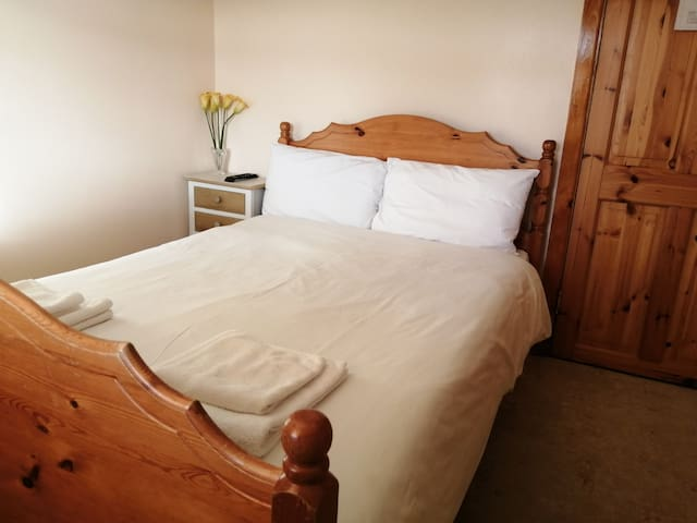 Small Double / Single Ensuite Room, Dingle Centre