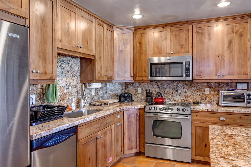 Marble counter tops, Stainless Steel appliances, Fully-Equipped Kitchen