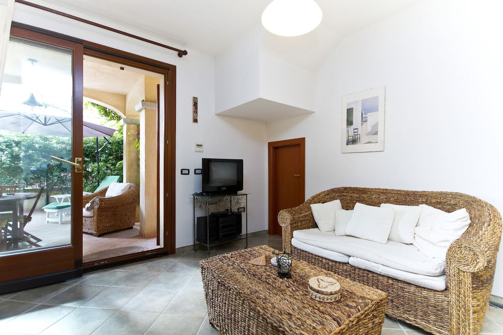 Light in the living room: enjoy the Mediterranean sun with air-conditioned comfort :-)