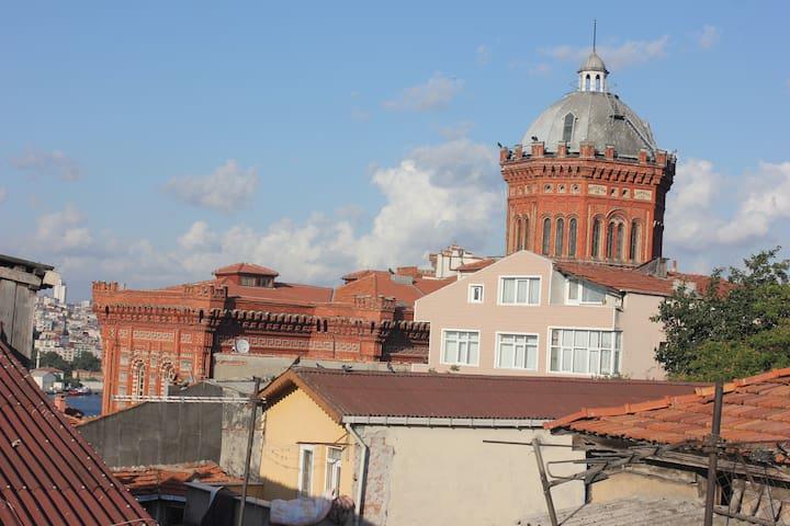the big landmark near the house: the Greek-Othodox highschool for boys (as seen from the terrace)