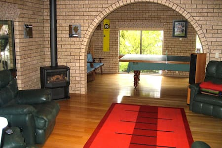 Family Home near River & Wineries - Corowa
