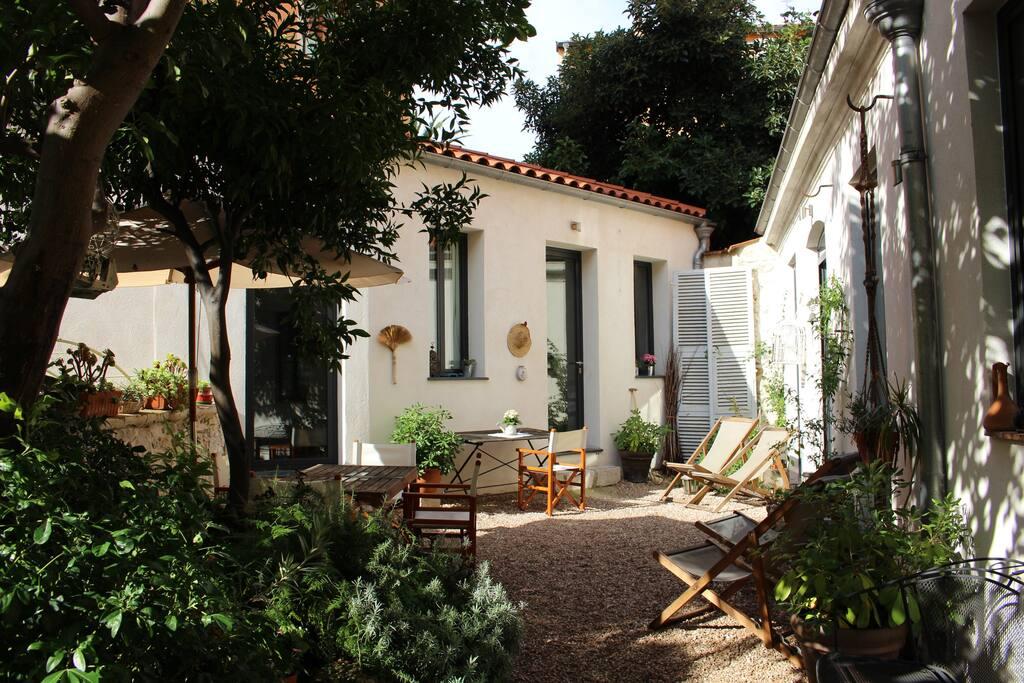 ravissante chambre d 39 h tes au coeur de menton guesthouses for rent in menton provence alpes. Black Bedroom Furniture Sets. Home Design Ideas