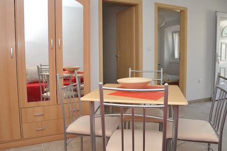Apartments ZMAJ (Krilo 2)-Veli Rat - Veli Rat - Wohnung