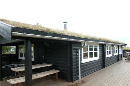 Flot bjælke sommerhus på Fanø. - Fanø